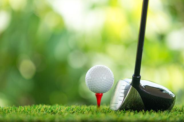 ゴルフ初心者の道具で重要なティー