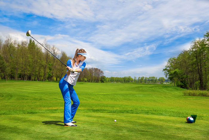 ゴルフ初心者がドライバーを曲がらないように打つ方法