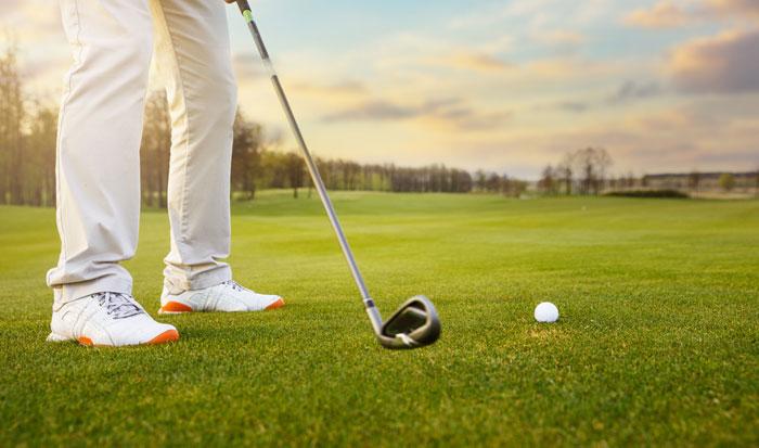 ゴルフ 初心者が知っておくべきスニーカーとの違い