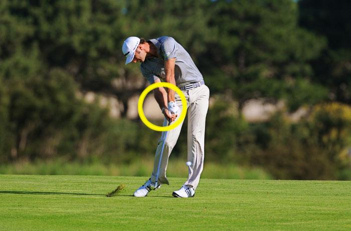 ゴルフのドライバーでスライスする場合に右腕を確認しよう