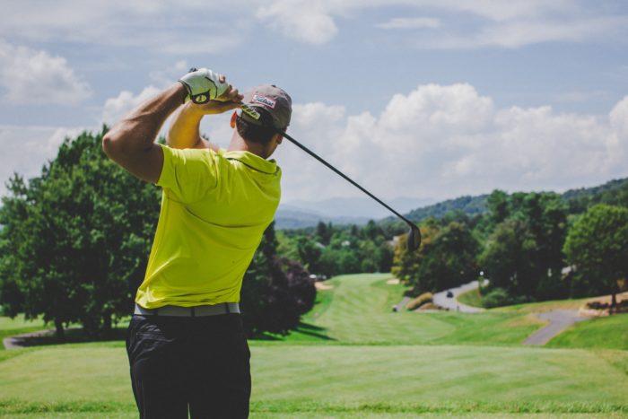 ゴルフスコア100切りができない人の原因と初心者が上達するゴルフレッスンスクール