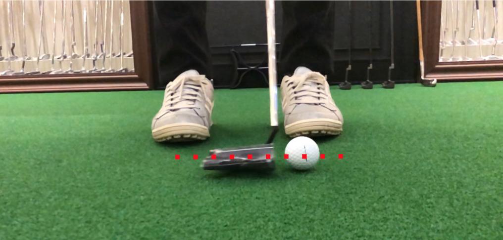 ゴルフボールの赤道を意識すると芯に当たります