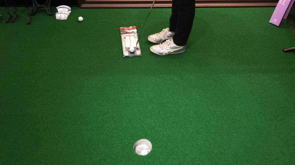 ゴルフのパターの打ち方を練習する器具