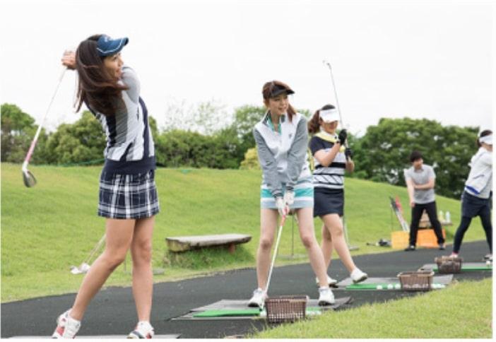 サンクチュアリゴルフスクールのコースレッスンの様子4