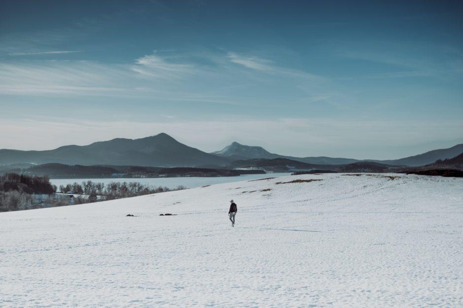 【冬ゴルフの服装】防寒対策7つと気温別のお洒落メンズコーデ10選