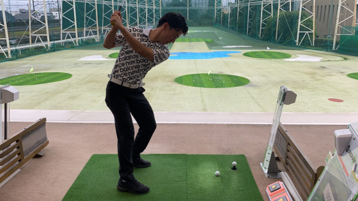 ゴルフスイングの体重移動のコツ1つ目は左足